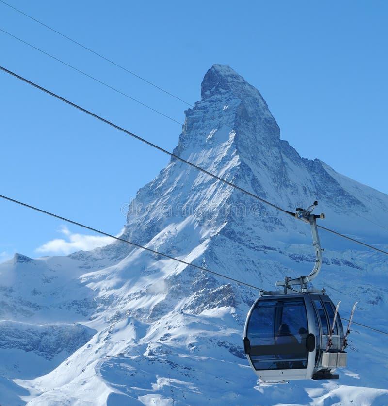 Teleférico y Matterhorn fotografía de archivo