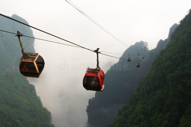 Teleféricos en el parque nacional de la montaña de Tianmen, Zhangjiajie, China fotografía de archivo