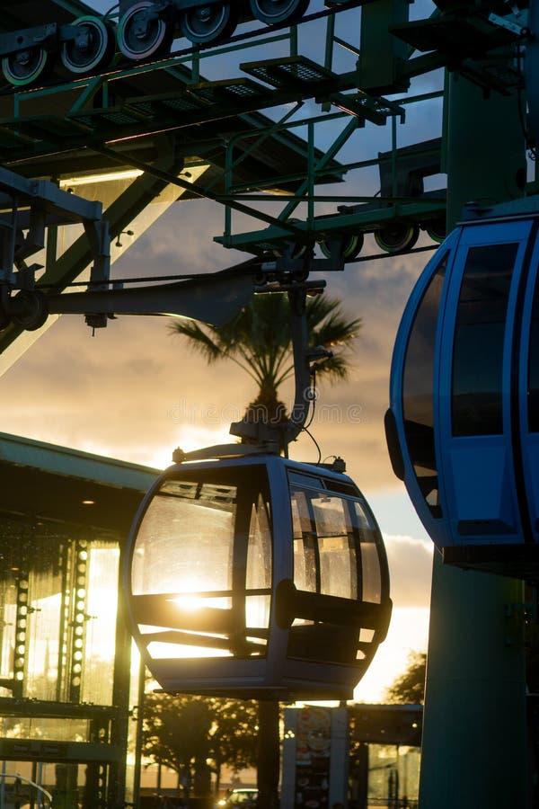Telef?rico en la puesta del sol foto de archivo libre de regalías