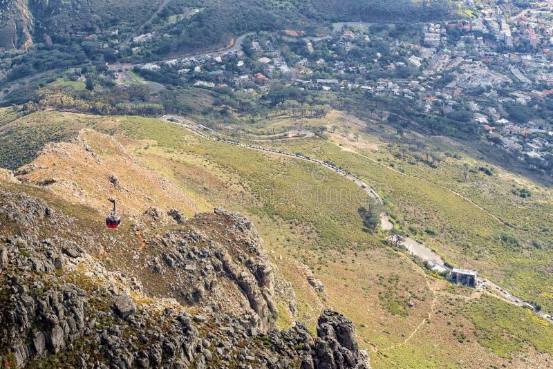 Teleferica della montagna della Tabella come visto dalla cima della montagna della Tabella fotografie stock libere da diritti