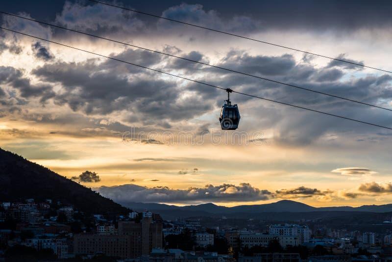 Teleferica di Tbilisi alla notte fotografia stock libera da diritti