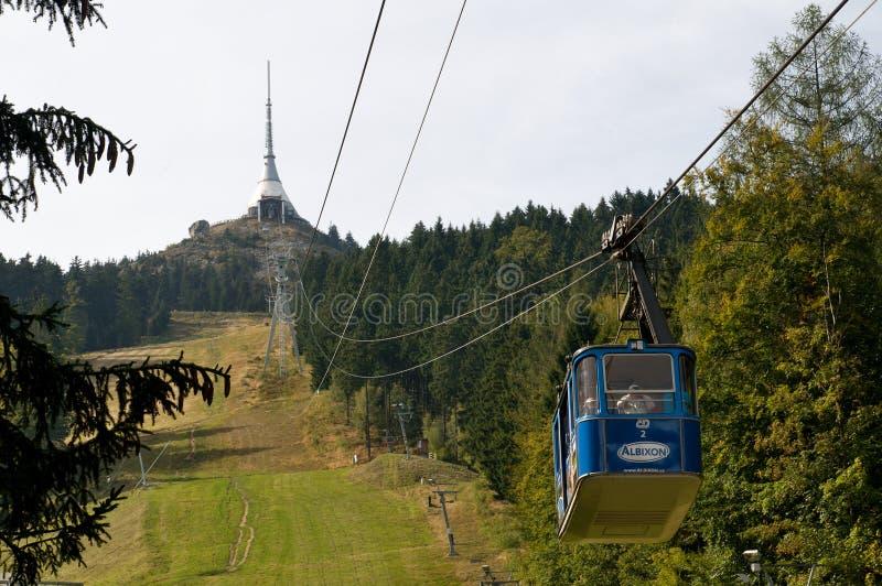 Teleferica - torre scherzata della TV a Liberec - la repubblica Ceca immagine stock