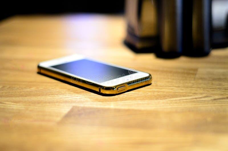 Telefon Ð ¾ Ñ 'eine Tabelle stockbild