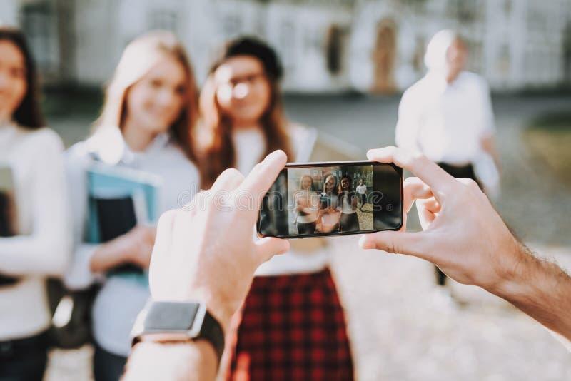 Telefon Bästa vänför evigt intelligens flickor arkivbilder