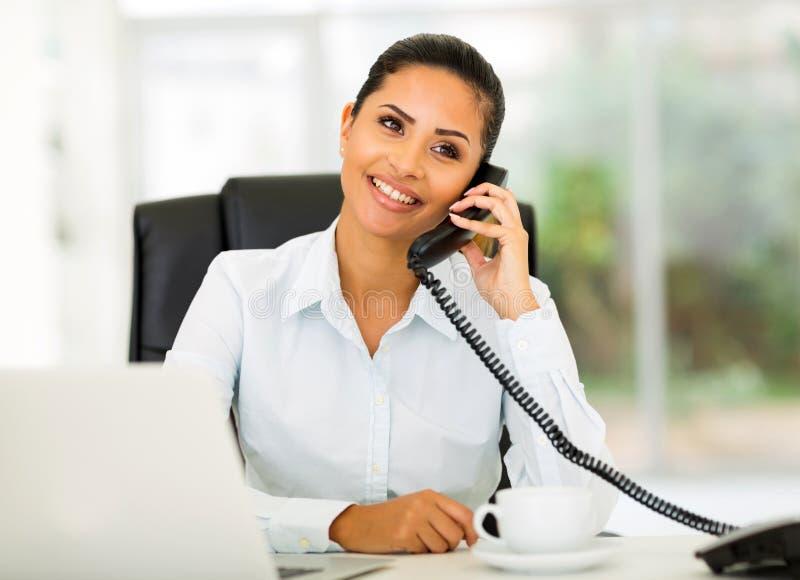 Telefon för kontorsarbetare royaltyfria foton