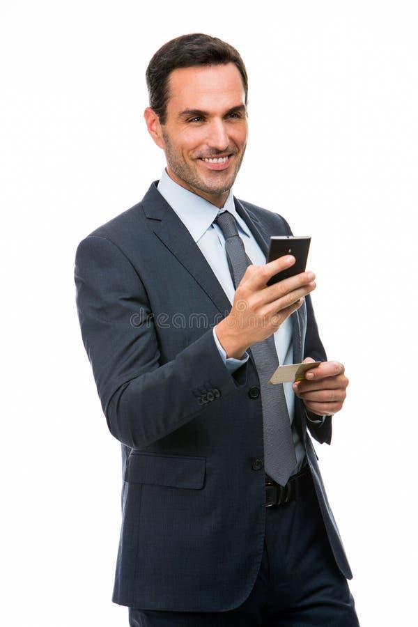 telefon för mobil för holding för affärsmankortkreditering arkivbild