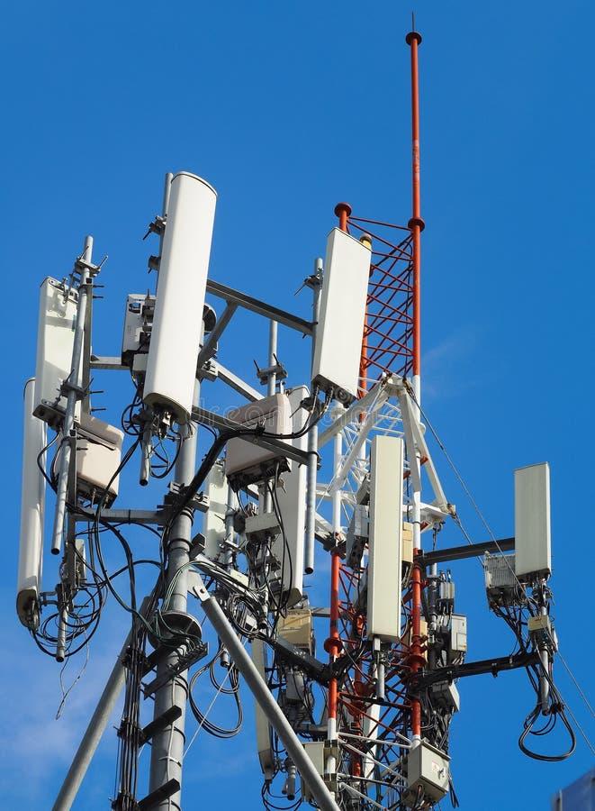 Telefon komórkowy góruje i 3G, 4G i 5G system, zdjęcie stock