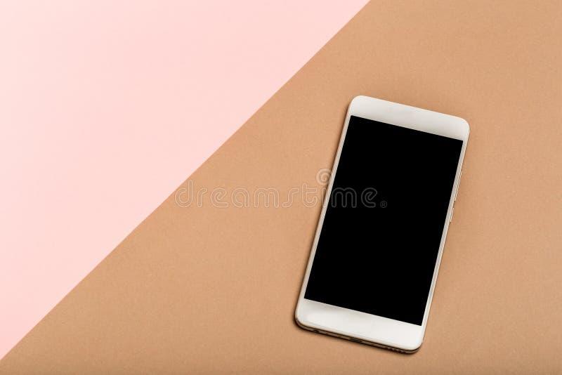 Telefon komórkowy na odgórnym widoku, tło w pastelowych colours zdjęcia royalty free