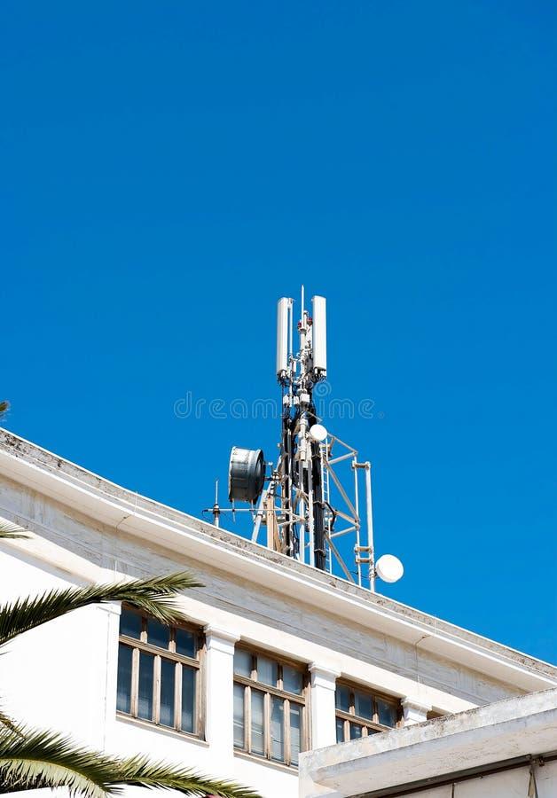 Telefon komórkowy telekomunikacj anteny zdjęcia royalty free
