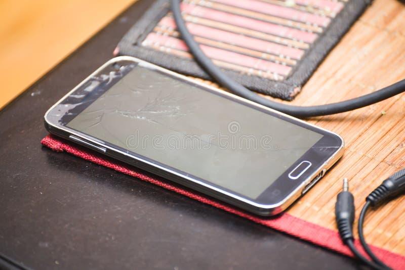 Telefon Komórkowy z Krakingowym lub Łamanym ekranem zdjęcie royalty free