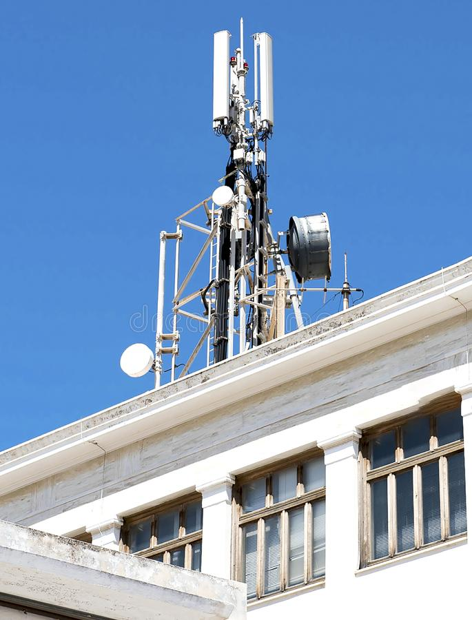 Telefon kom?rkowy telekomunikacj anteny fotografia royalty free