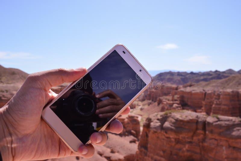 Telefon na ręce Charyn jar zdjęcie royalty free