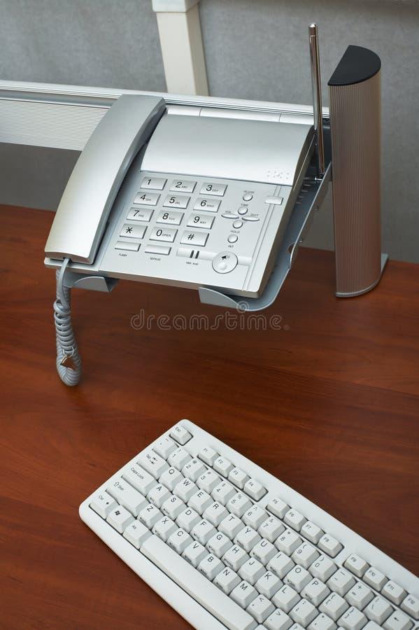 Telefon und die Tastatur lizenzfreie stockbilder