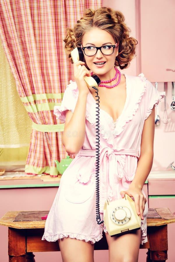 Telefon zum Freund lizenzfreies stockfoto
