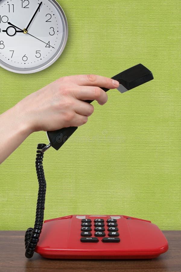 Telefonaufruf in einem Morgen lizenzfreie stockfotografie