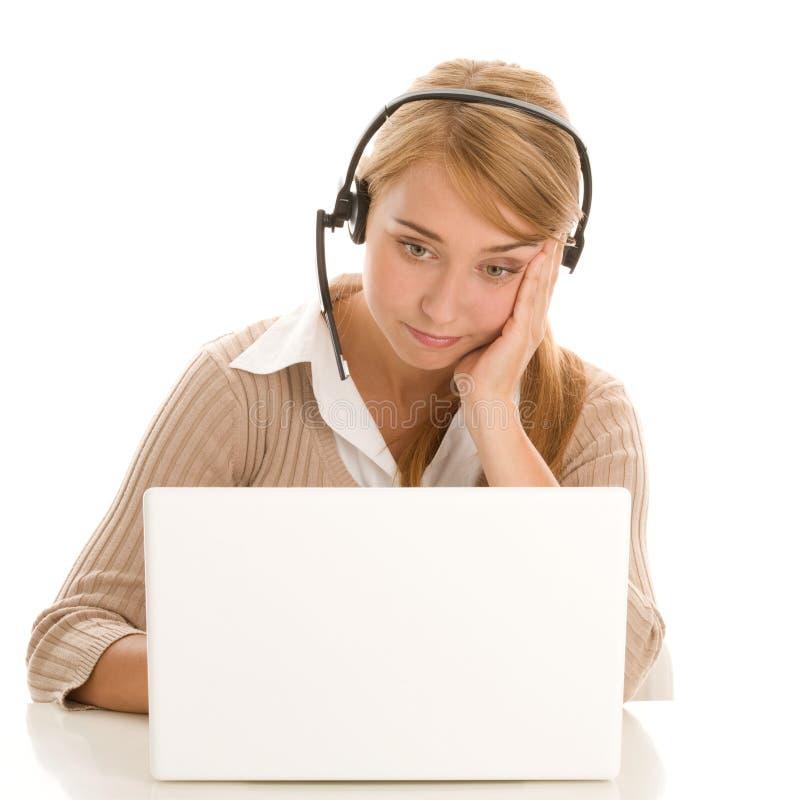 Telefonbediener mit Laptop-Computer lizenzfreie stockbilder