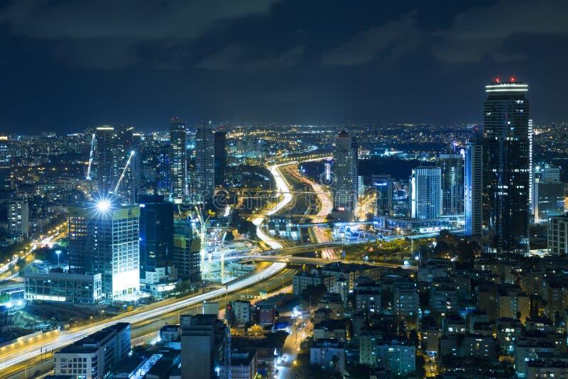 Telefone Aviv Skyline At Night, arranha-céus imagem de stock