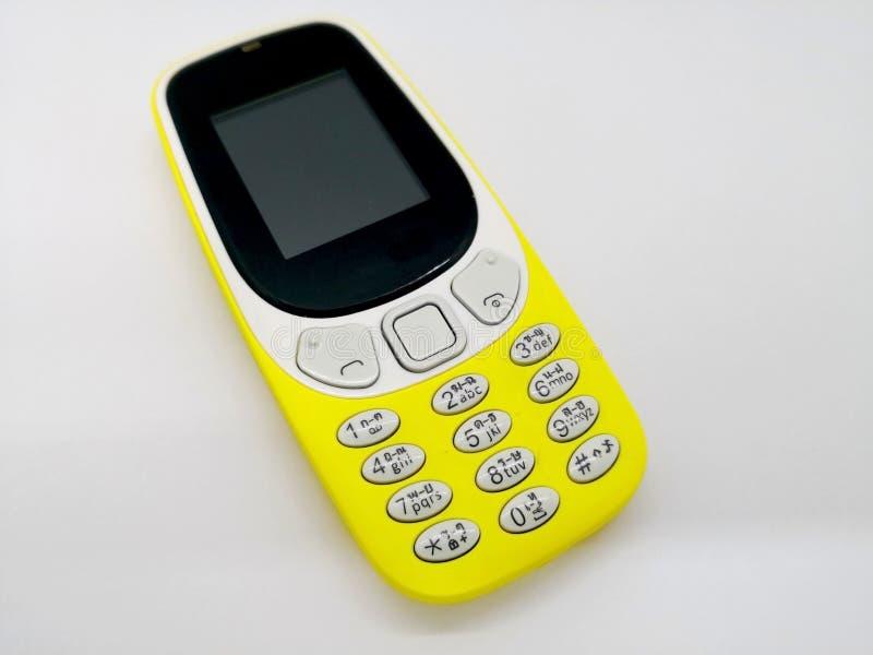 Telefone celular amarelo clássico Conceito de uma comunicação O fotografia de stock royalty free
