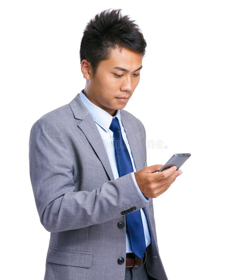 Telefone celular do uso do homem de negócios imagens de stock
