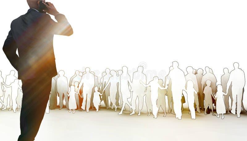 Telefone celular e equipe/laranja da conversa do homem de Business do líder monótonos foto de stock