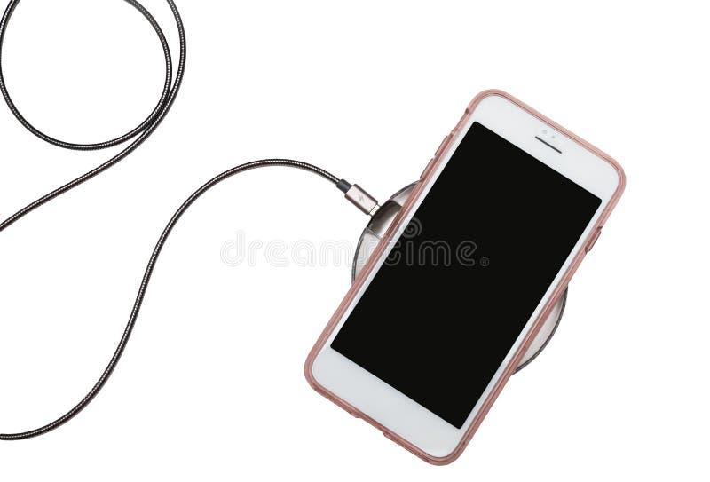 Telefone celular na almofada de carregamento sem fio fotos de stock royalty free