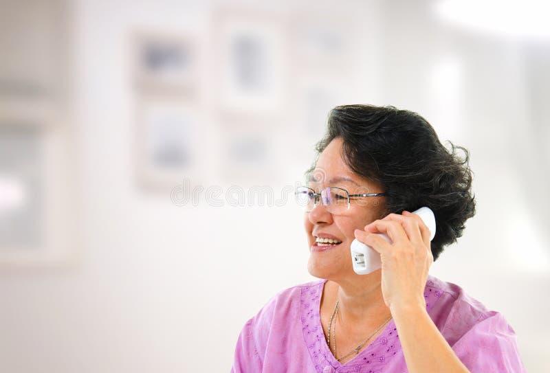 Telefone chamada feliz fotografia de stock royalty free