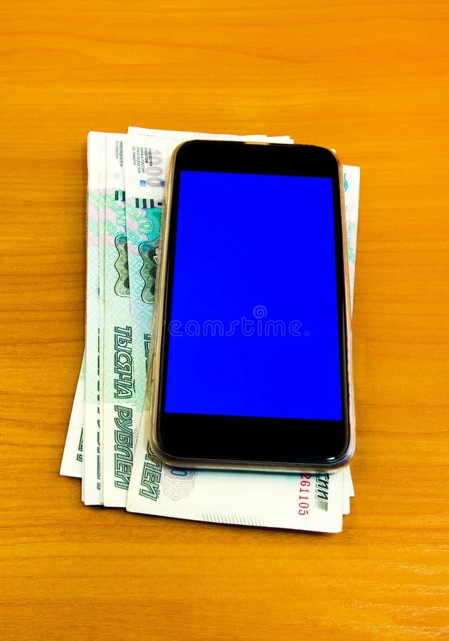 Telefone com um dinheiro imagens de stock royalty free
