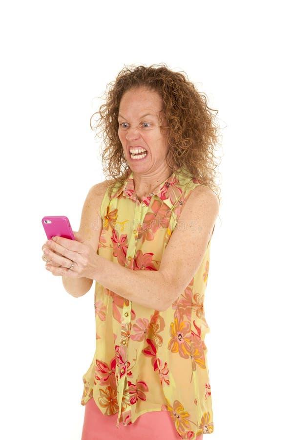 Telefone cor-de-rosa louco da blusa da flor da mulher imagem de stock
