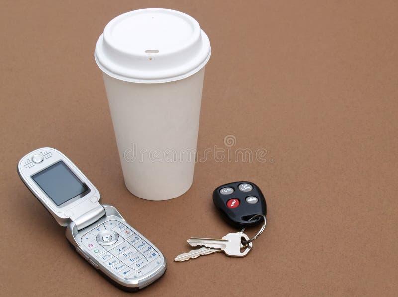 Telefone das chaves e de pilha do café imagem de stock royalty free