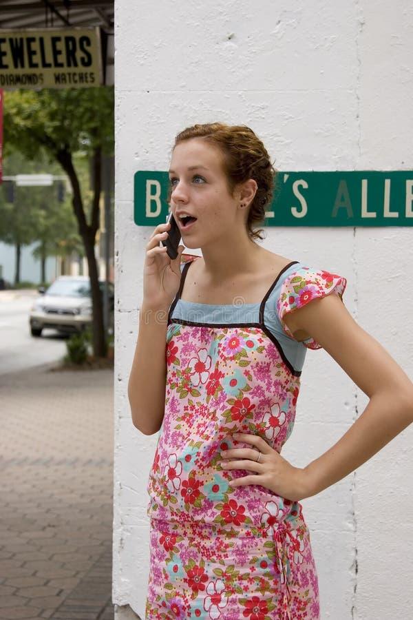 Telefone de pilha adolescente um imagem de stock royalty free
