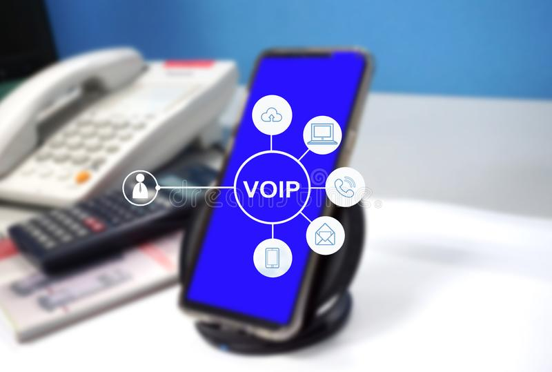 Telefone de VOIP com conexão a Internet na tabela imagem de stock royalty free