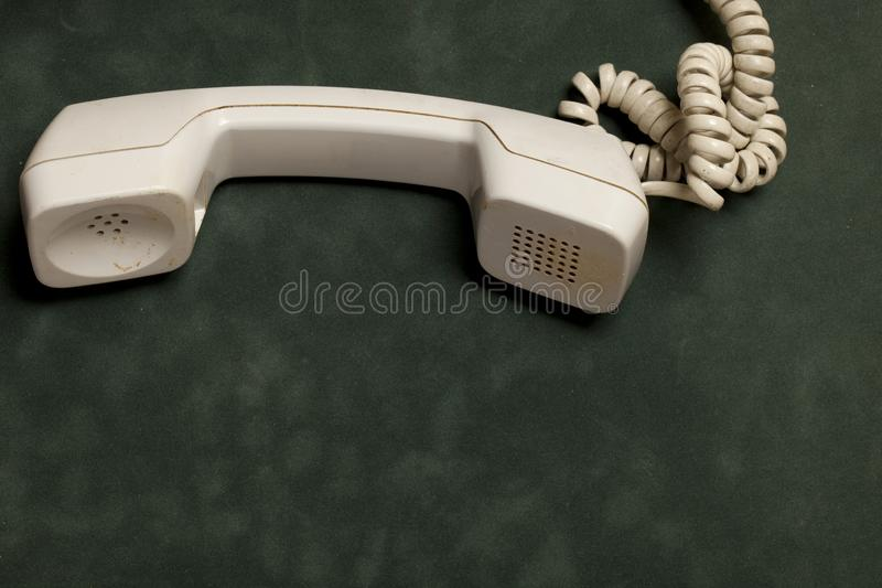 Telefone do vintage com monofone e atendedor de chamadas imagens de stock royalty free