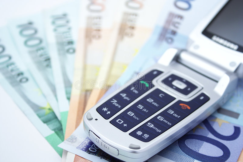 Telefone e dinheiro de pilha fotos de stock