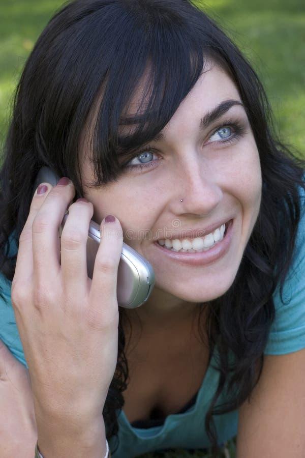 Telefone a la mujer foto de archivo