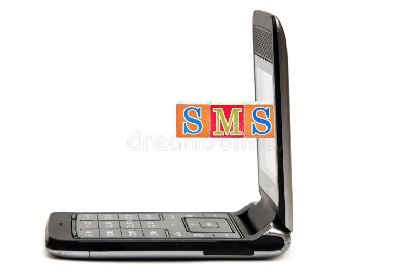 Telefone móvel com abreviaturas SMS imagens de stock royalty free
