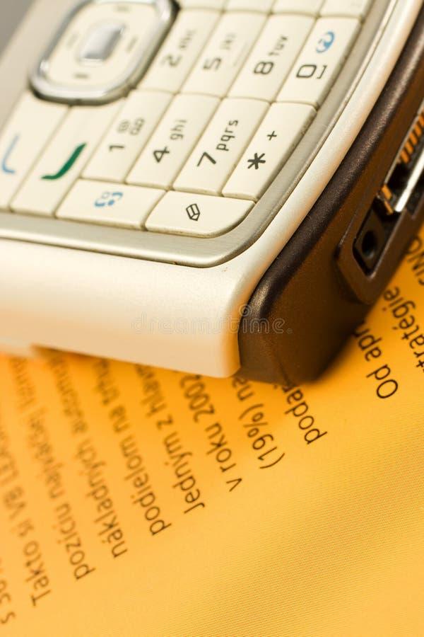 Telefone móvel sobre o papel alaranjado imagem de stock royalty free