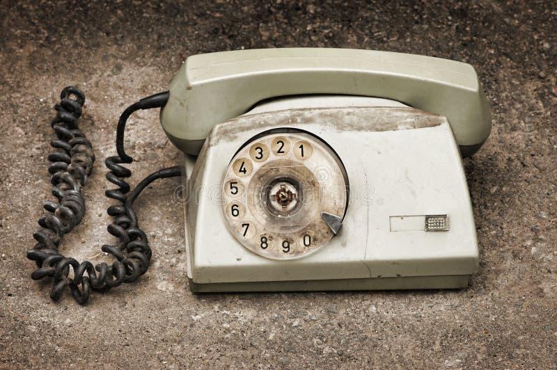 Download Telefone Quebrado Velho No Fundo Do Asfalto Imagem de Stock - Imagem de desaturated, quebrado: 10067517