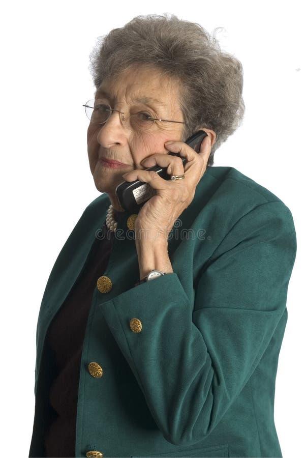 Telefone sênior da mulher fotografia de stock