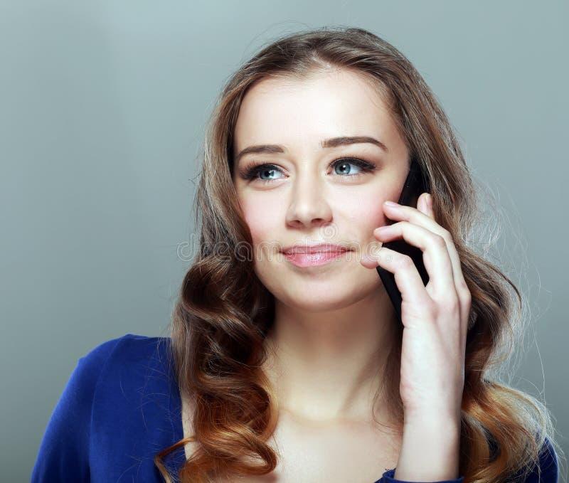 Telefonema da jovem mulher imagens de stock royalty free