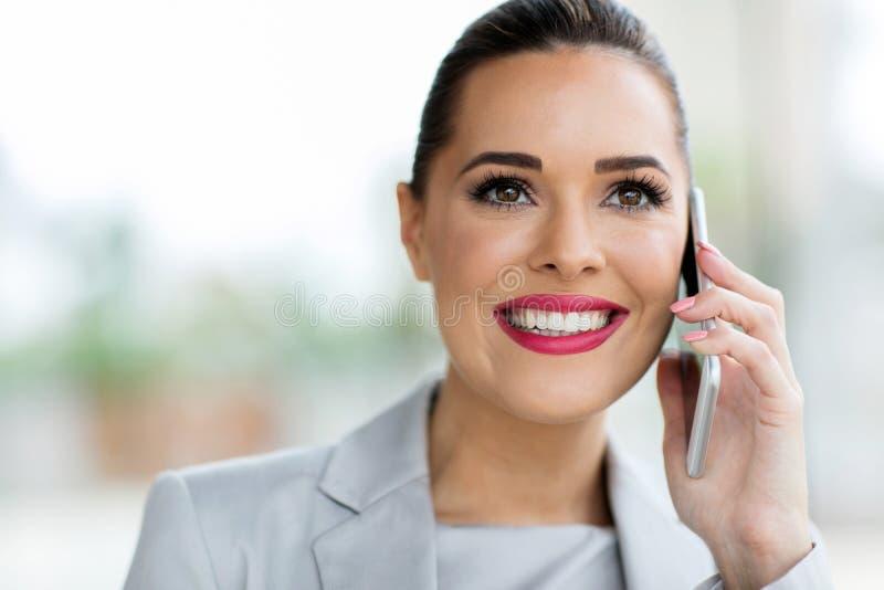 Telefonema do trabalhador de escritório foto de stock royalty free