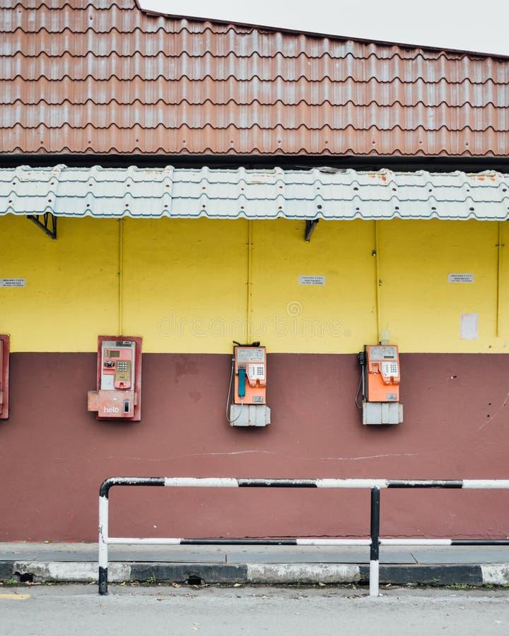 Telefones públicos no desespero imagem de stock