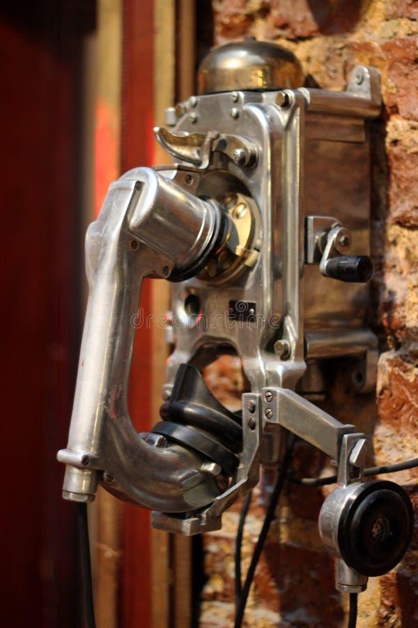 Telefono antico, telefono d'annata utilizzato dal 1950 s, materiale brillante di Chrome fotografia stock