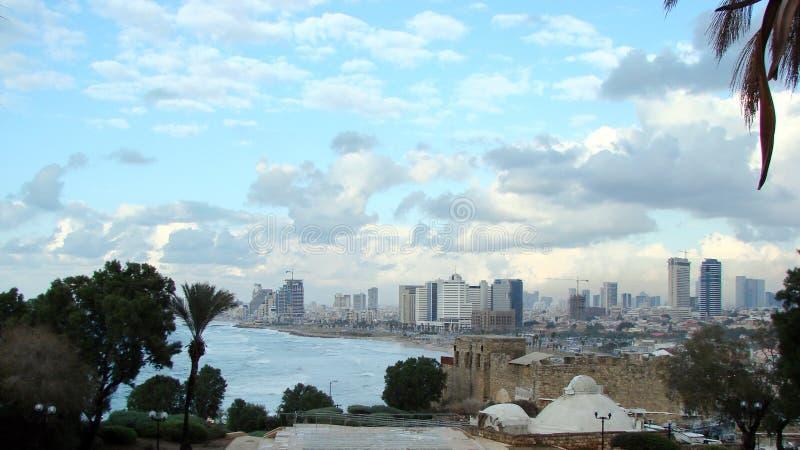 Telefono Aviv Israel Panorama dei grattacieli di Tel Aviv, dei parchi come pure delle rive del mar Mediterraneo al piede della ci fotografia stock