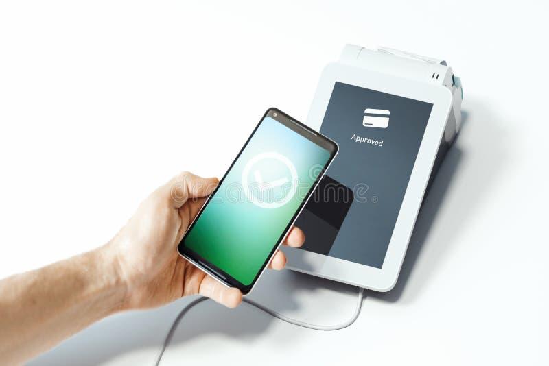 Telefono cellulare della tenuta della mano e pagamenti di NFC del terminale di pagamento di posizione rappresentazione 3d royalty illustrazione gratis