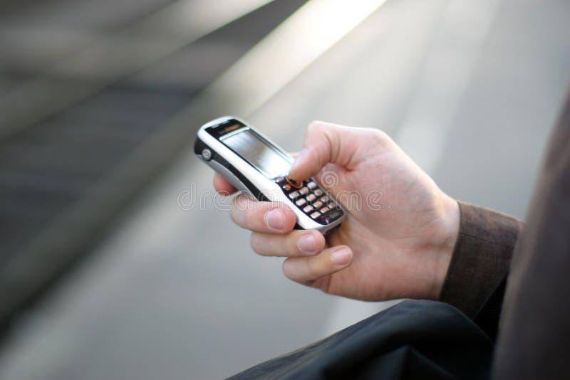 Telefono cellulare a disposizione immagine stock libera da diritti