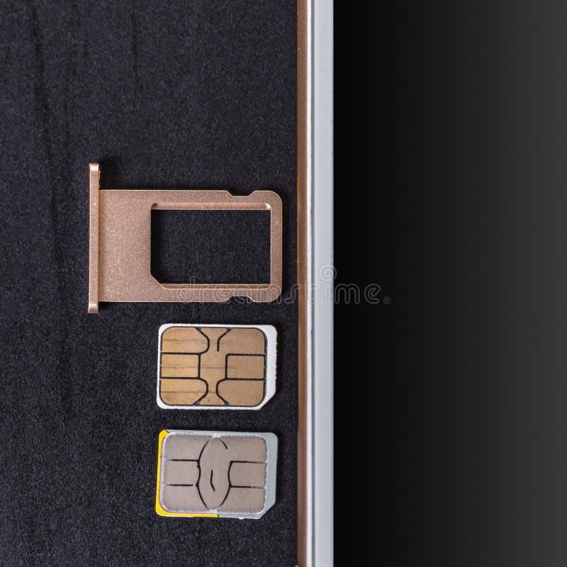 Telefono cellulare e carta SIM fotografia stock