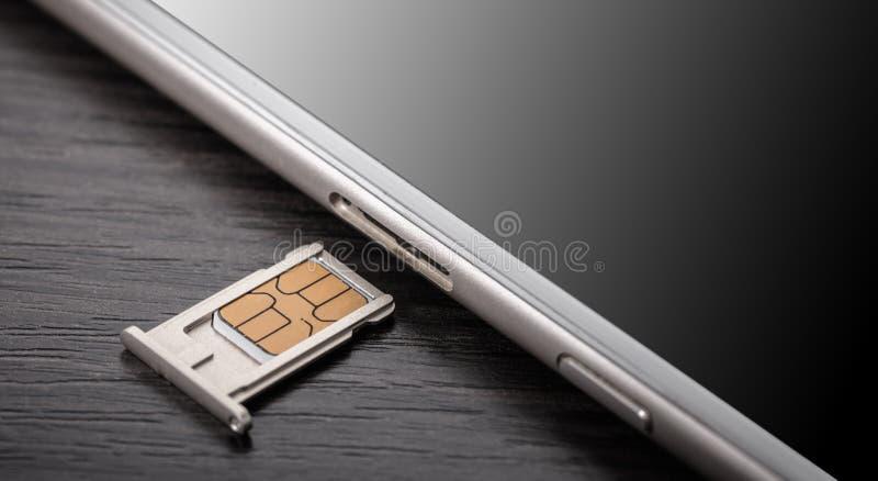 Telefono cellulare e carta SIM immagini stock libere da diritti