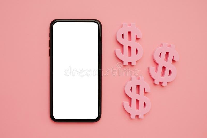 Telefono cellulare e simbolo americano del dollaro, soldi e tecnologia flatlay immagine stock