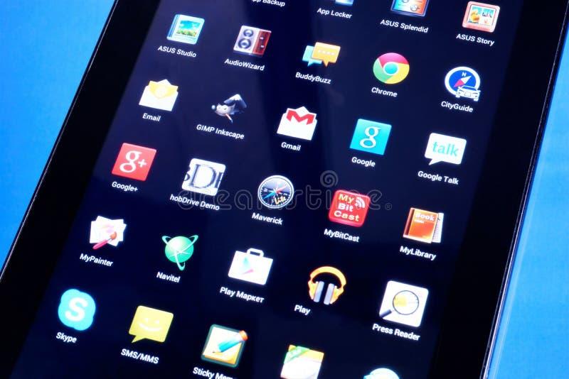 Telefono della compressa con le domande mobili di affare e spettacolo Software applicativo mobile da lavorare agli smartphones, c fotografie stock