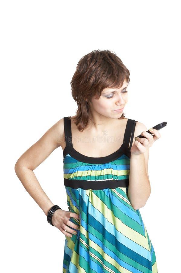 Telefono della holding della ragazza a disposizione fotografia stock